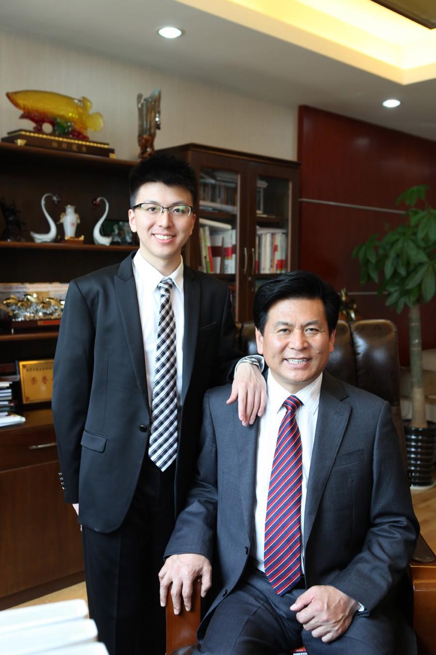 久盛控股集团有限公司董事长张恩玖与总裁张凯1.jpg